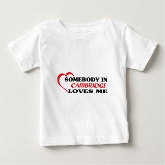 Camiseta Para Bebê Alguém em Cambridge ama-me