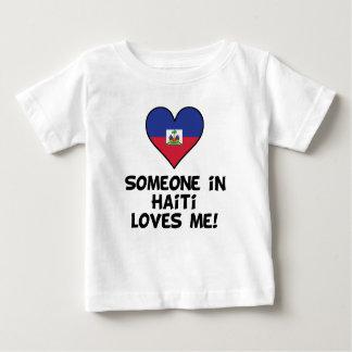 Camiseta Para Bebê Alguém em Haiti ama-me