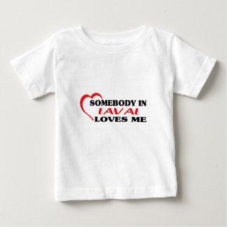Camiseta Para Bebê Alguém em Laval ama-me