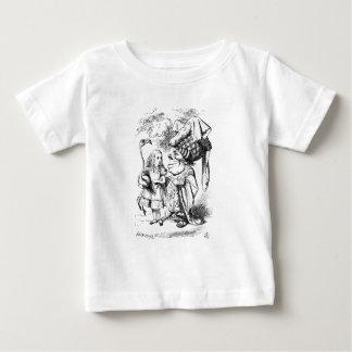 Camiseta Para Bebê Alice e a rainha vermelha