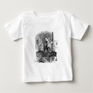 Camiseta Para Bebê Alice em um espelho
