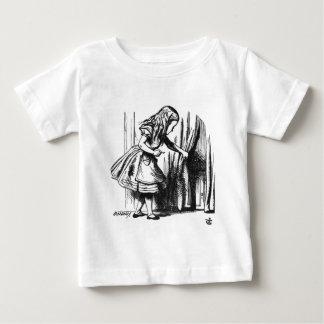Camiseta Para Bebê Alice encontra uma porta