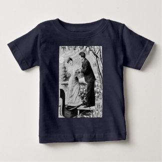 Camiseta Para Bebê Amantes românticos do vintage em um barco