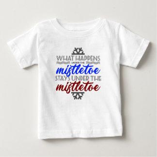 Camiseta Para Bebê Amor do esmagamento do visco do beijo que beija o