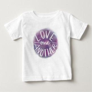 Camiseta Para Bebê Amor Mão-Indicado por letras um outro de Bokeh da