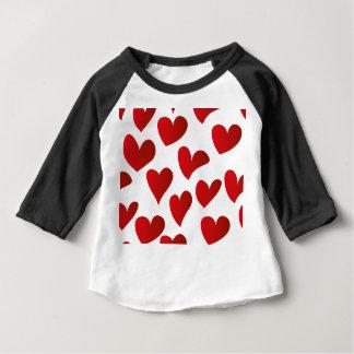 Camiseta Para Bebê Amor vermelho pintado teste padrão do coração da