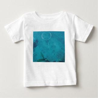Camiseta Para Bebê Anéis subaquáticos do fumo