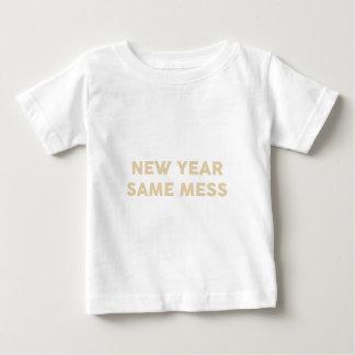 Camiseta Para Bebê Ano novo mesmos sujam
