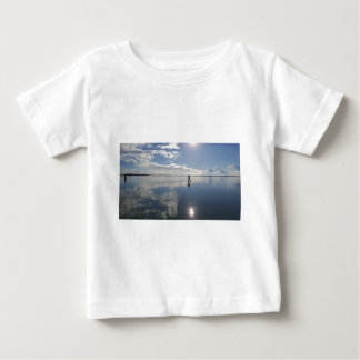 Camiseta Para Bebê Aperfeiçoe a água imóvel