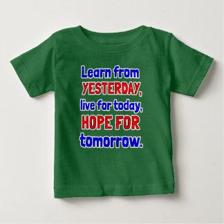 """Camiseta Para Bebê """"Aprenda t-shirt do bebê de ontem"""""""