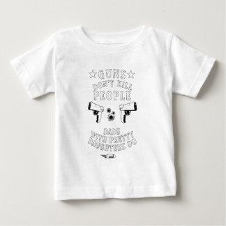 Camiseta Para Bebê As armas não matam pessoas…