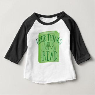Camiseta Para Bebê as boas coisas vêm àquelas que lêem