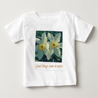 Camiseta Para Bebê as boas coisas vêm em pares