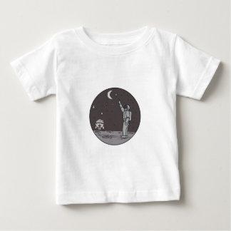 Camiseta Para Bebê Astronauta que aponta linha da canela da lua das