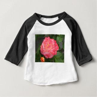 Camiseta Para Bebê Aumentou na flor