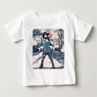 Camiseta Para Bebê Azeitona e Dingo nas escadas congeladas