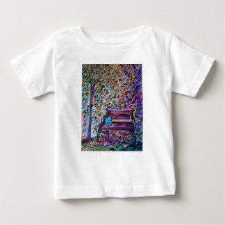 Camiseta Para Bebê Banco em um dia ventoso