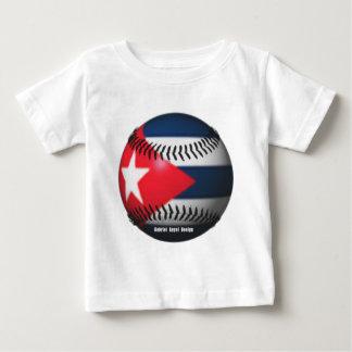 Camiseta Para Bebê Bandeira de Cuba em um basebol