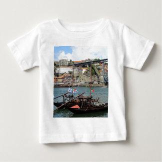 Camiseta Para Bebê Barcos do tambor de vinho, Porto, Portugal