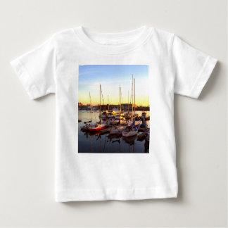 Camiseta Para Bebê Barcos no porto em Oakland, CA