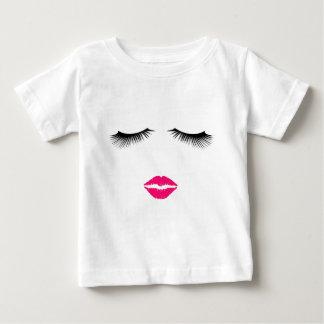 Camiseta Para Bebê Batom e pestanas