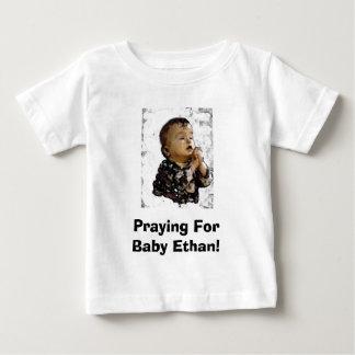 Camiseta Para Bebê bebê, Praying para o bebê Ethan!
