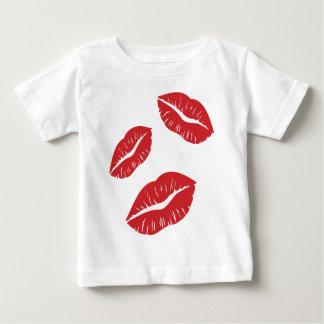 Camiseta Para Bebê Beijos vermelhos do beijo da paixão do amor do