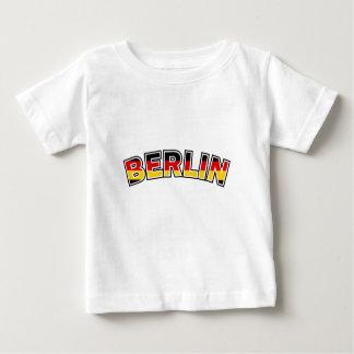 Camiseta Para Bebê Berlin, text with Germany flag colors