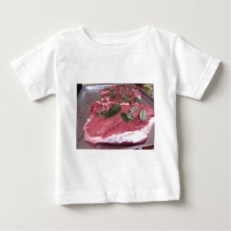 Camiseta Para Bebê Bife marmoreado cru fresco da carne