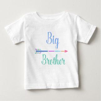 Camiseta Para Bebê Big brother colorido da seta, casal adorável,