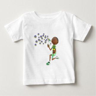 Camiseta Para Bebê Bolhas de sopro do menino do afro-americano dos