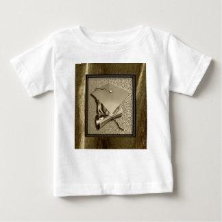 Camiseta Para Bebê Boné e diploma do ouro no ouro