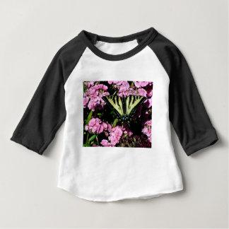 Camiseta Para Bebê Borboleta de Swallowtail em flores cor-de-rosa
