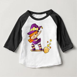 Camiseta Para Bebê Bruxa de toque ligeiro de Kawaii