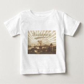 Camiseta Para Bebê Budapest Chain Bridge Vintage