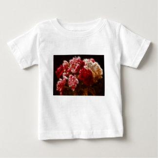 Camiseta Para Bebê Buquê vermelho flamejante da flor da peônia