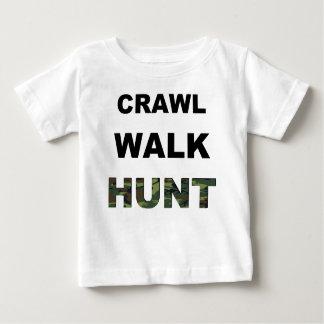 Camiseta Para Bebê caça da caminhada do rastejamento
