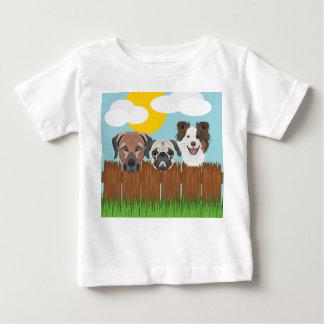 Camiseta Para Bebê Cães afortunados da ilustração em uma cerca de