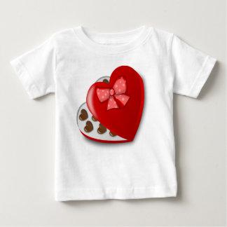 Camiseta Para Bebê Caixa do coração do chocolate