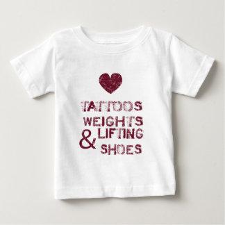 Camiseta Para Bebê calçados dos pesos dos tatuagens fêmeas