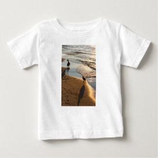 Camiseta Para Bebê Caminhada do por do sol com mamães
