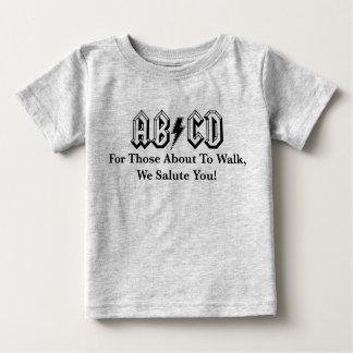 Camiseta Para Bebê Caminhada sobre! T-shirt