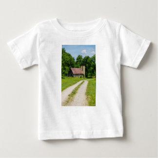 Camiseta Para Bebê Caminho através de uma fazenda