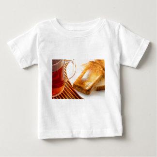 Camiseta Para Bebê Caneca de chá e de brinde quente com manteiga