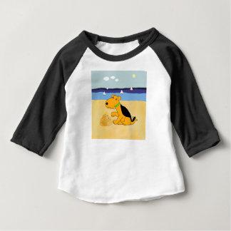 Camiseta Para Bebê Cão de Kawaii Airedale Terrier no Tshirt da praia