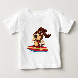 Camiseta Para Bebê Cão engraçado bonito em uma ilustração da prancha
