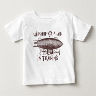 Camiseta Para Bebê Capitão do dirigível no treinamento, Steampunk