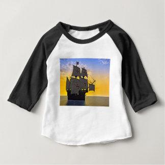 Camiseta Para Bebê carrack medieval no por do sol