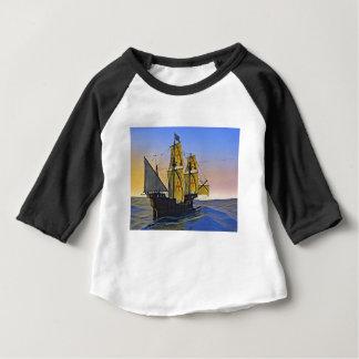 Camiseta Para Bebê Carrack medieval que deixa a água áspera no por do