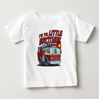 Camiseta Para Bebê Carro de bombeiros do irmão mais novo